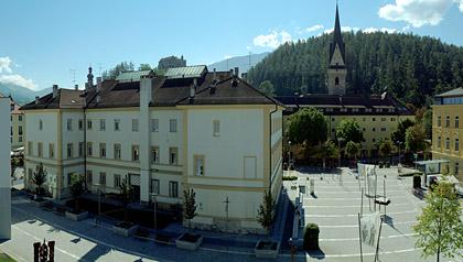 Brunico in Val Pusteria - hotel e appartamenti a Brunico, Plan de ...